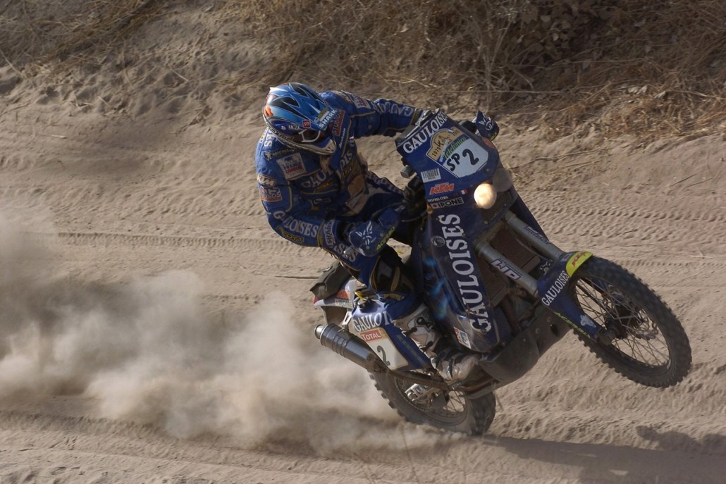 cyril-despres-rides-in-the-2005-dakar-rally