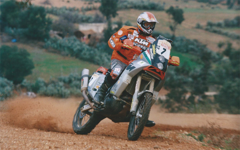 Thu-Hall-dakar-2002-00