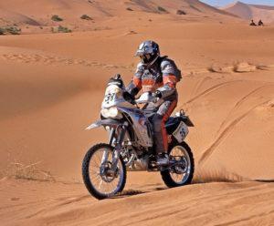 """Dakar 2005: venti anni son passati, ma """"Monsieur 125"""" è ancora in sella alla sua KTM EXC 125 per la sua 13° partecipazione alla Dakar"""