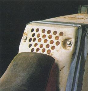 Filtro aria intercambiabile posizionato a ridosso del serbatoio in modo da non dover smontare la sella