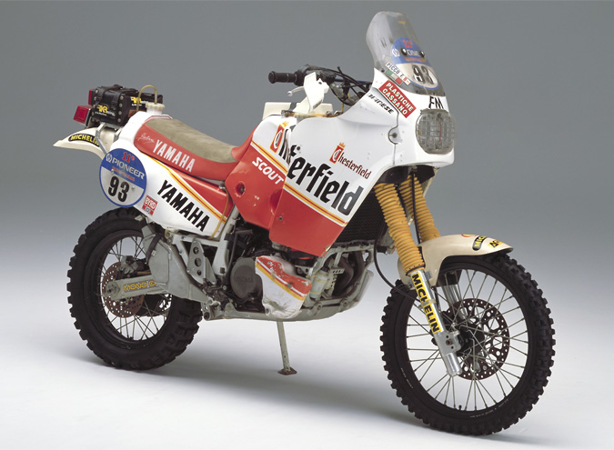 In 1989 it's up to the twin-cylinder, debuts the YZE750 Hold 0W94